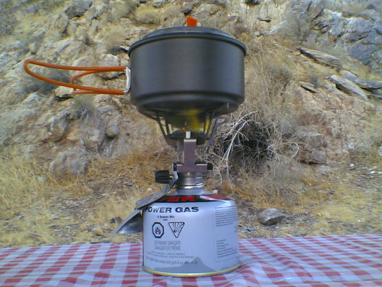 How to choose and use a camp stove 5 - photo by Omar Bárcena